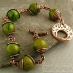 Gorgeous intense green Mashan Jade (a dyed marble) antiqued copper toggle bracelet.