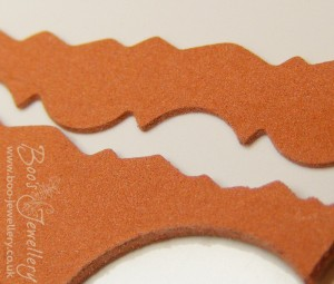 The dry AMC super flex clay can be cut with scissors, scalpel and cutting machines.