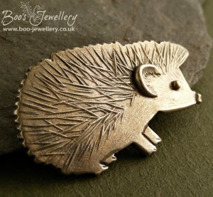 Using a fine v-shaped engraving tool to create a texture mat worked really well to emulate the fine, sharp quills.