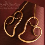 A new version of my plain curly heart earrings, here made in polished bronze.