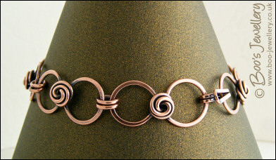 Rosebud knot and hammered loop bracelet